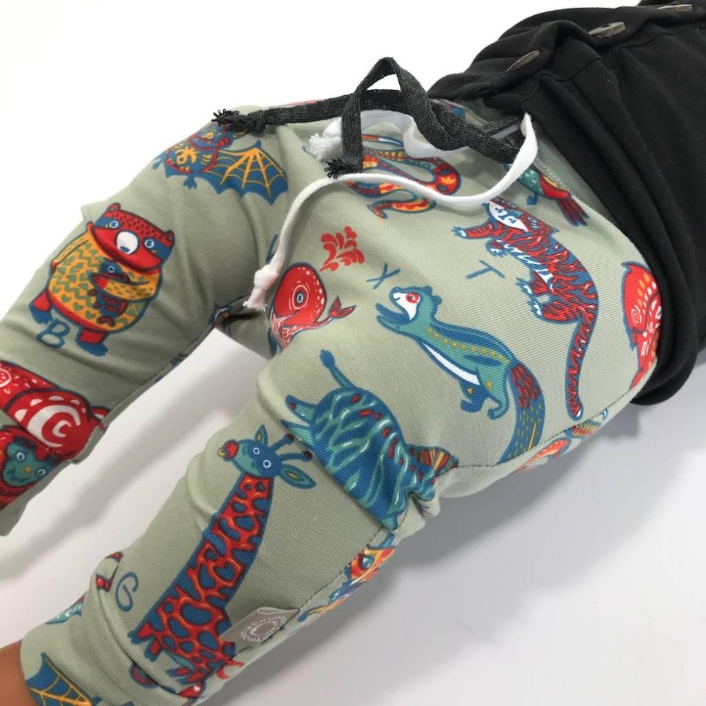Baggy broekje met letters en dieren
