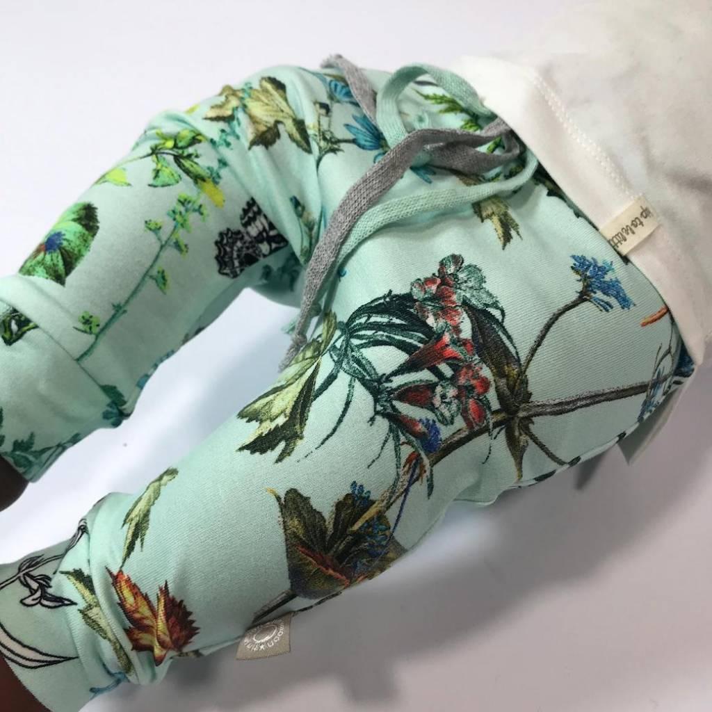 Baggy broekje met bloemenprint