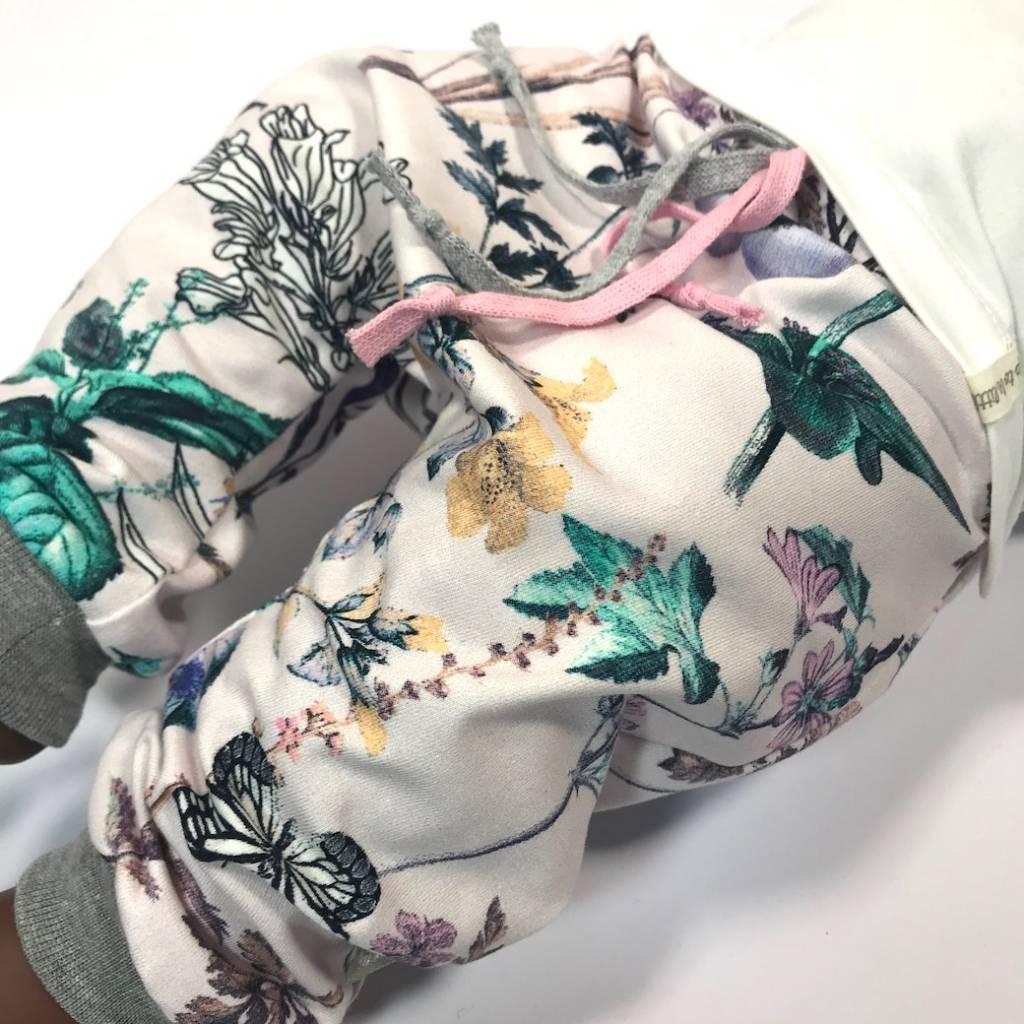 Harembroekje in zachtroze met bloemenprint