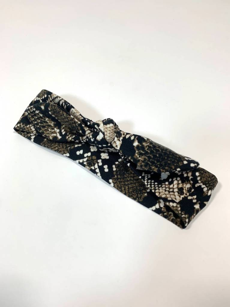 Bruine haarband strik met slangenprint
