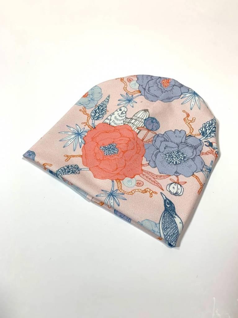 Zachtroze newborn mutsje met oosterse print