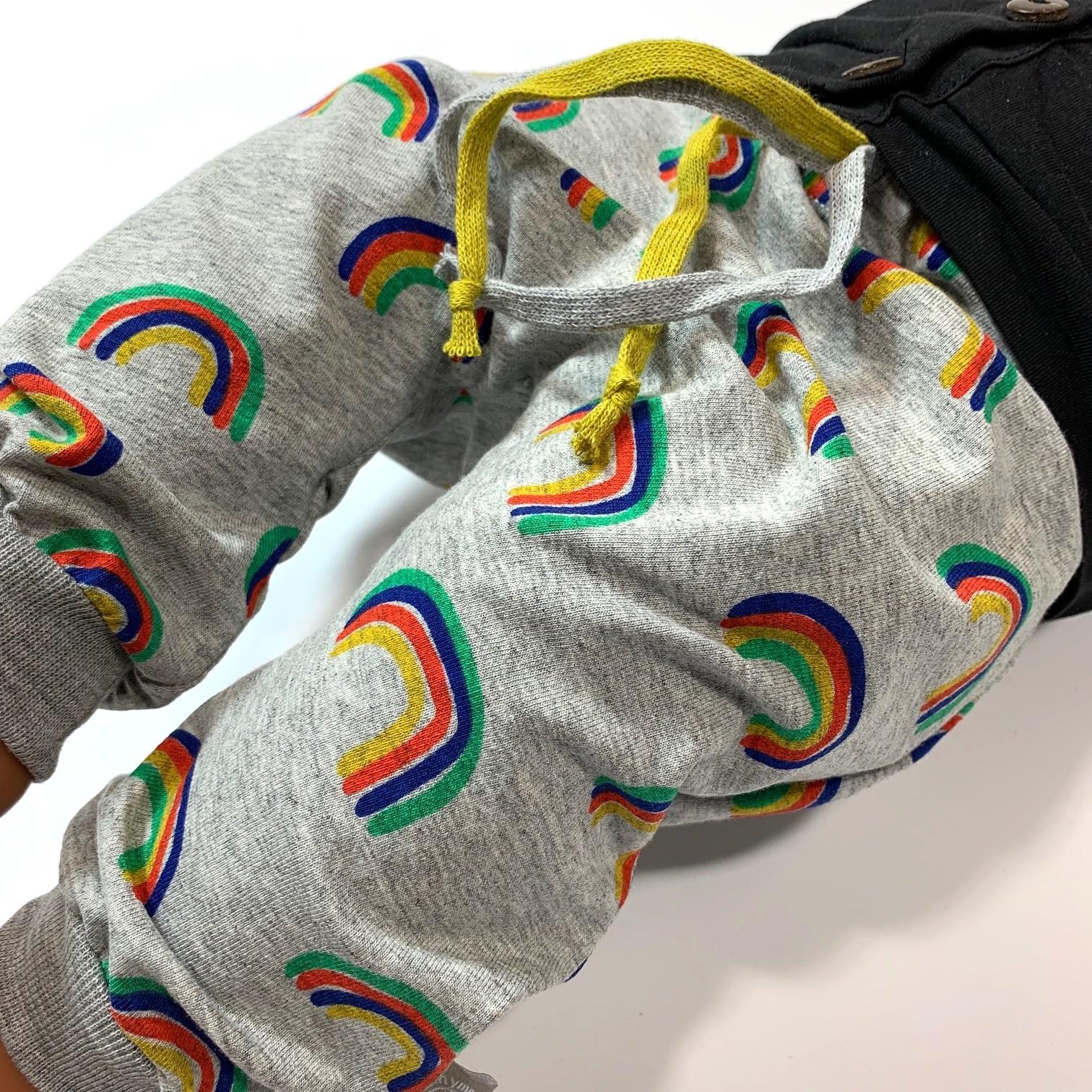 Grijs harembroekje met regenbogen