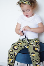 Newborn beanie/mutsje met grote luipaardprint