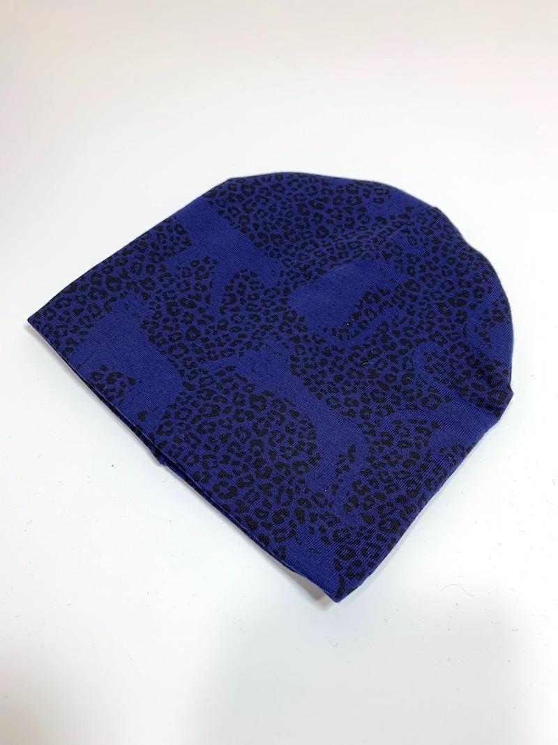 Babymutsje in kobalt blauw met panter print