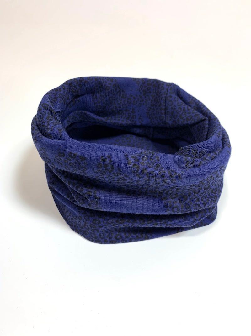 Blauwe colsjaal met print van panters