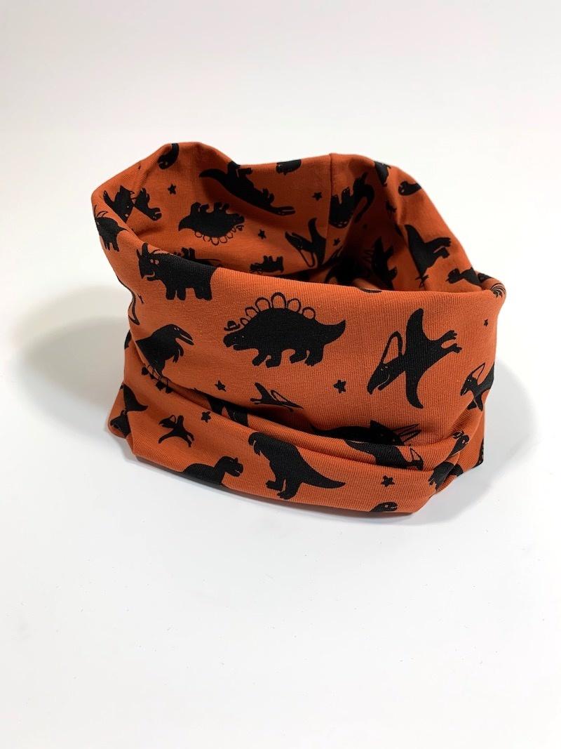 Colsjaal in roestbruine kleur met dino print