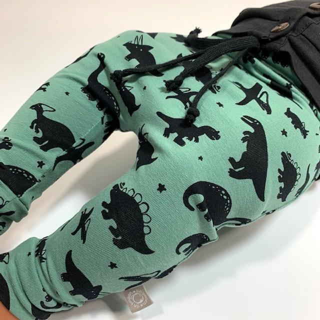 Baggy drop crotch broekje met dino's