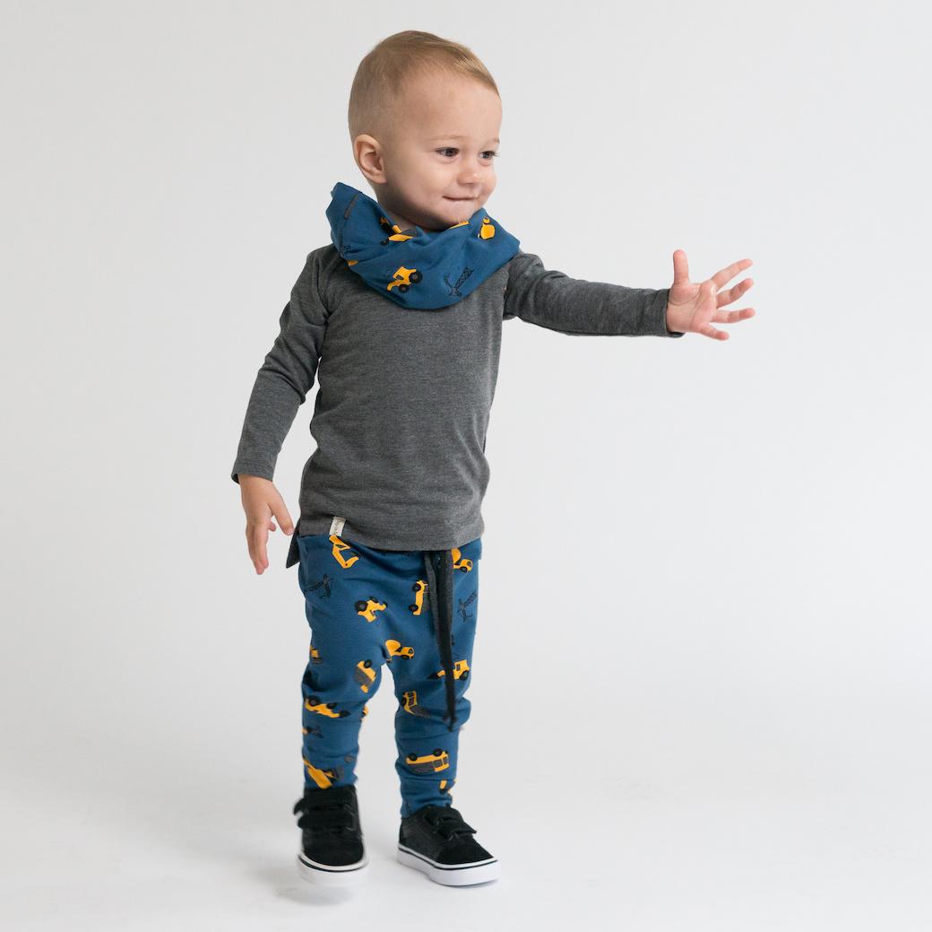 Colsjaal in jeans blauw met okergele machines