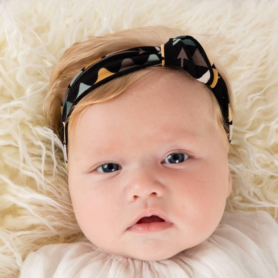 Haarband knoop met driehoekjes en pijltjes
