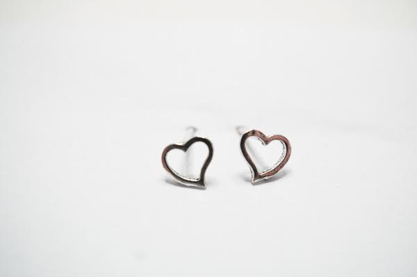 Made by Mila Oorbellen open hartje zilver