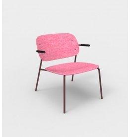De Vorm De Vorm, HALE Lounge Chair met armleggers, gemaakt van gerecyclede PET-flessen