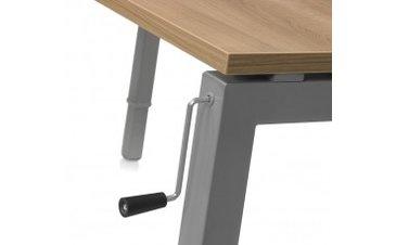In hoogte verstelbaar bureau met slinger