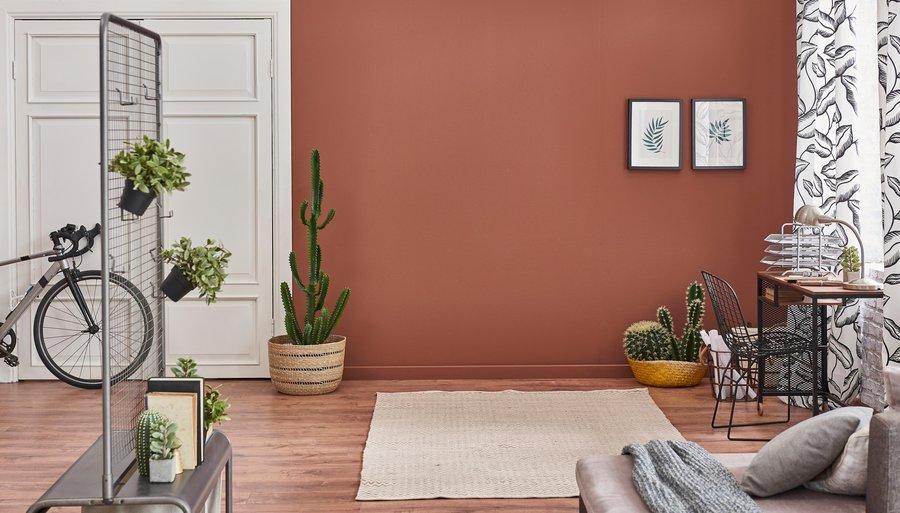 Welke kleuren passen in een bruin interieur?