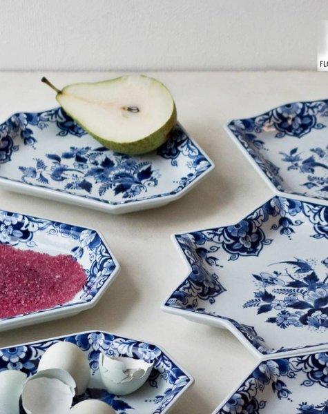 Delft blue dish - 69 x 55 cm