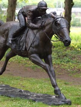 Bronzen paard met jockey