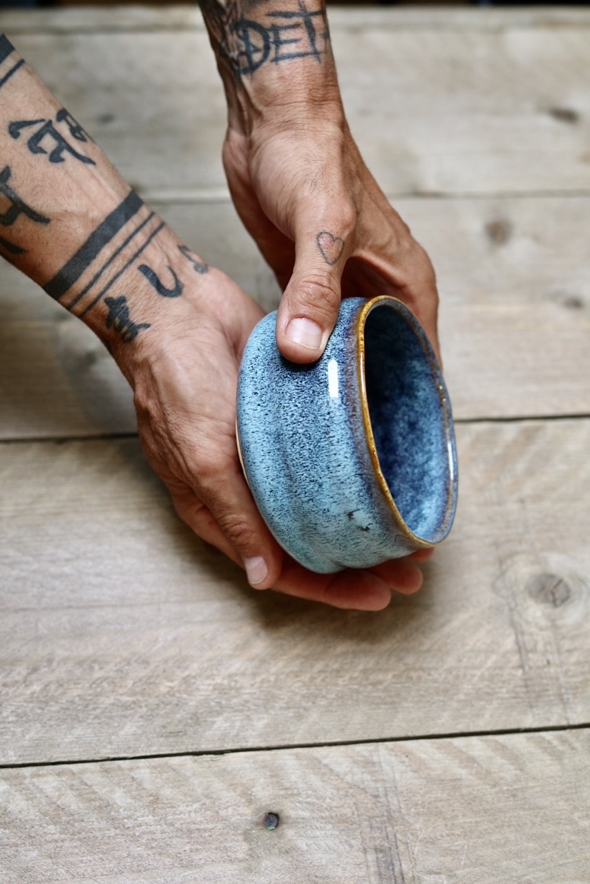 Porcelain Matcha bowl  - happy blauw
