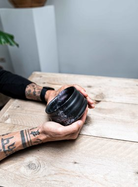 Porcelain Matcha bowl - ribble matt black/rose