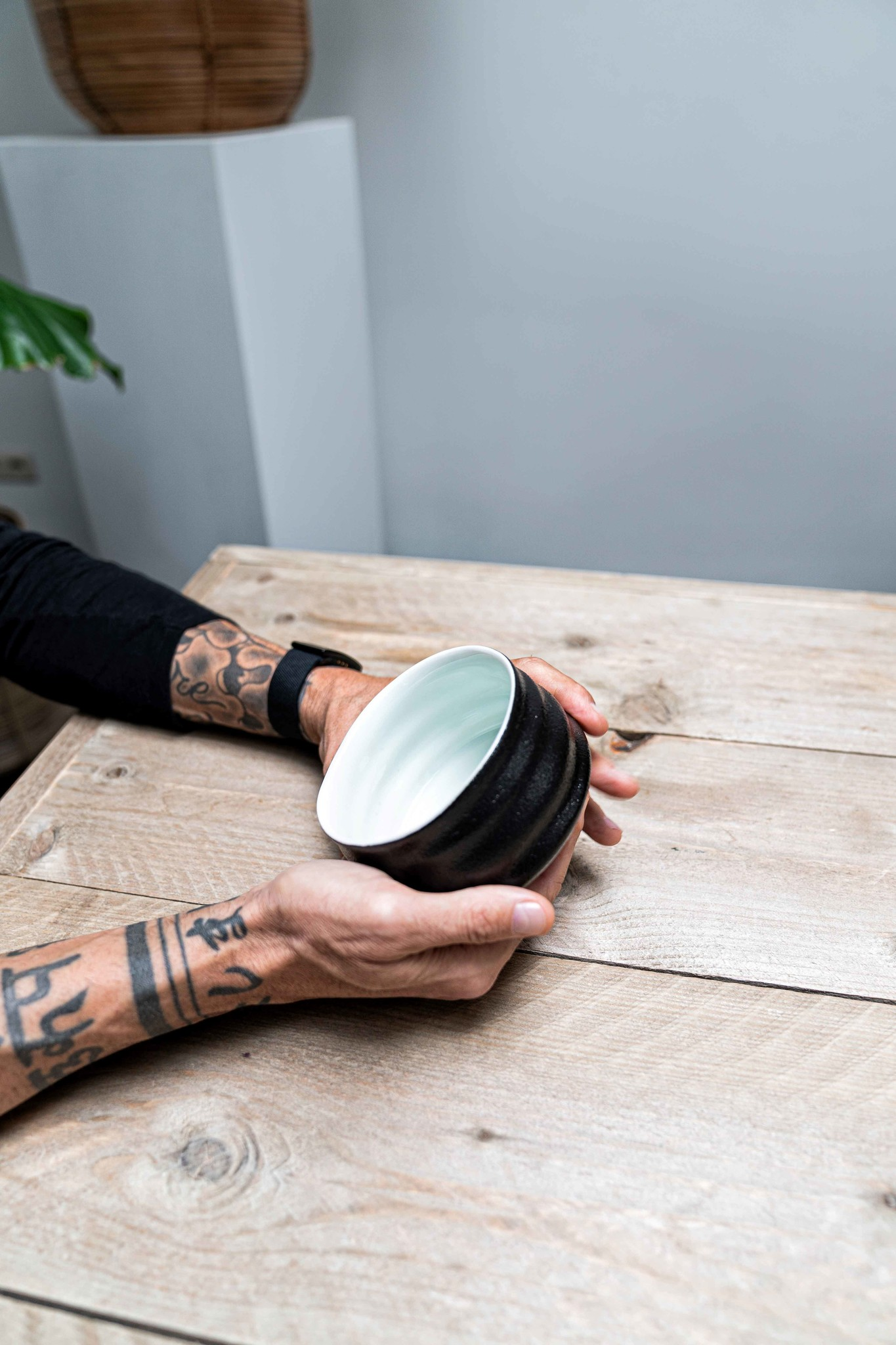 Porcelain Matcha bowl - ribble matt black/white