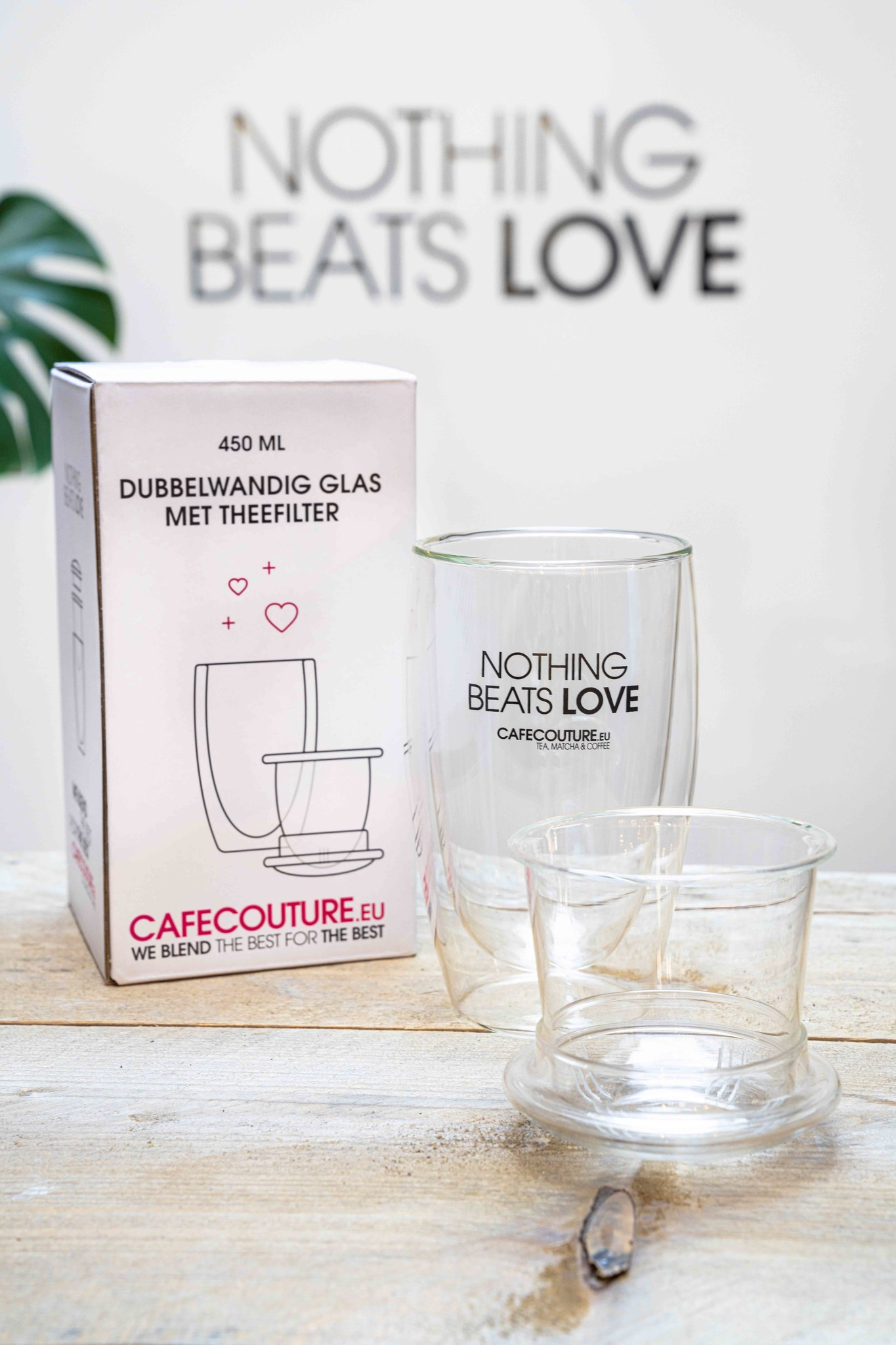 Nothing Beats Love double-walled design glass with tea filter