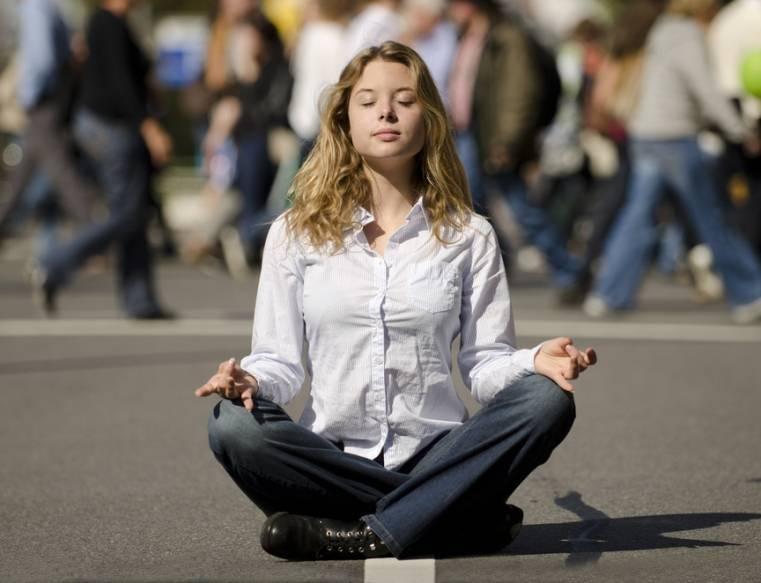 Beoefen yoga en meditatie voor het verminderen van stress