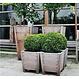 Hardhouten plantenbak Sevilla taps 55x55x74cm.