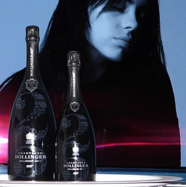 Beide formaten No Time To Die champagnes naast elkaar
