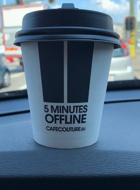 '5 minutes OFFLINE' take away cups