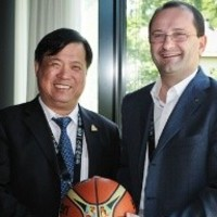 PEAK Chairman Xu visits House of Basketball | FIBA.COM