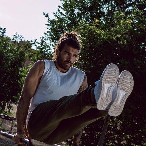 Sporthosen für Männer - ideal für´s Yoga, Pilates oder Fitnesstraining