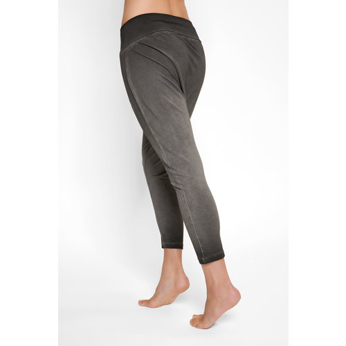 Urban Goddess Capri Yoga Hose Dharma Harem Pants in der Farbe Off Black