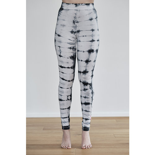 milla hamburg Batik Yoga Leggings in der Farbe Schwarz/Weiß