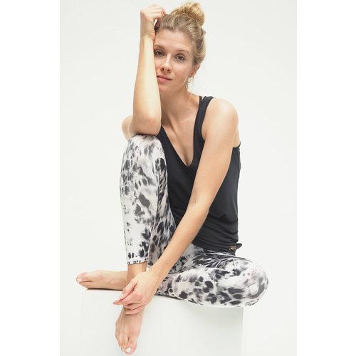 Kismet Yogastyle  7/8 Yoga Legging Ganga Animal Black White