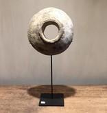 De Appelgaard Grote ronde steen op standaard klein