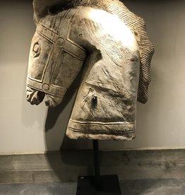 De Appelgaard Houten paard op standaard