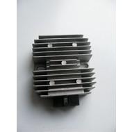 Spanningsregelaar 4 takt (6 pins) groot model