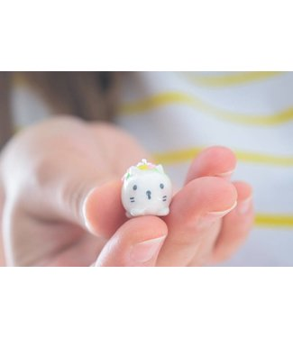 "Cute Clay ""Mini-Katze mit Blumen II"" - Charm/Anhänger"