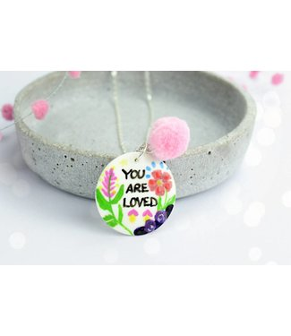 """Cute Clay """"You are loved"""" - Spruch-Kette"""