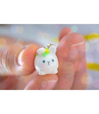"Cute Clay ""Mini-Hase mit Blumen II"" - Charm/Anhänger"