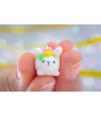 """Cute Clay """"Mini-Hase mit Blumen"""" - Charm/Anhänger"""