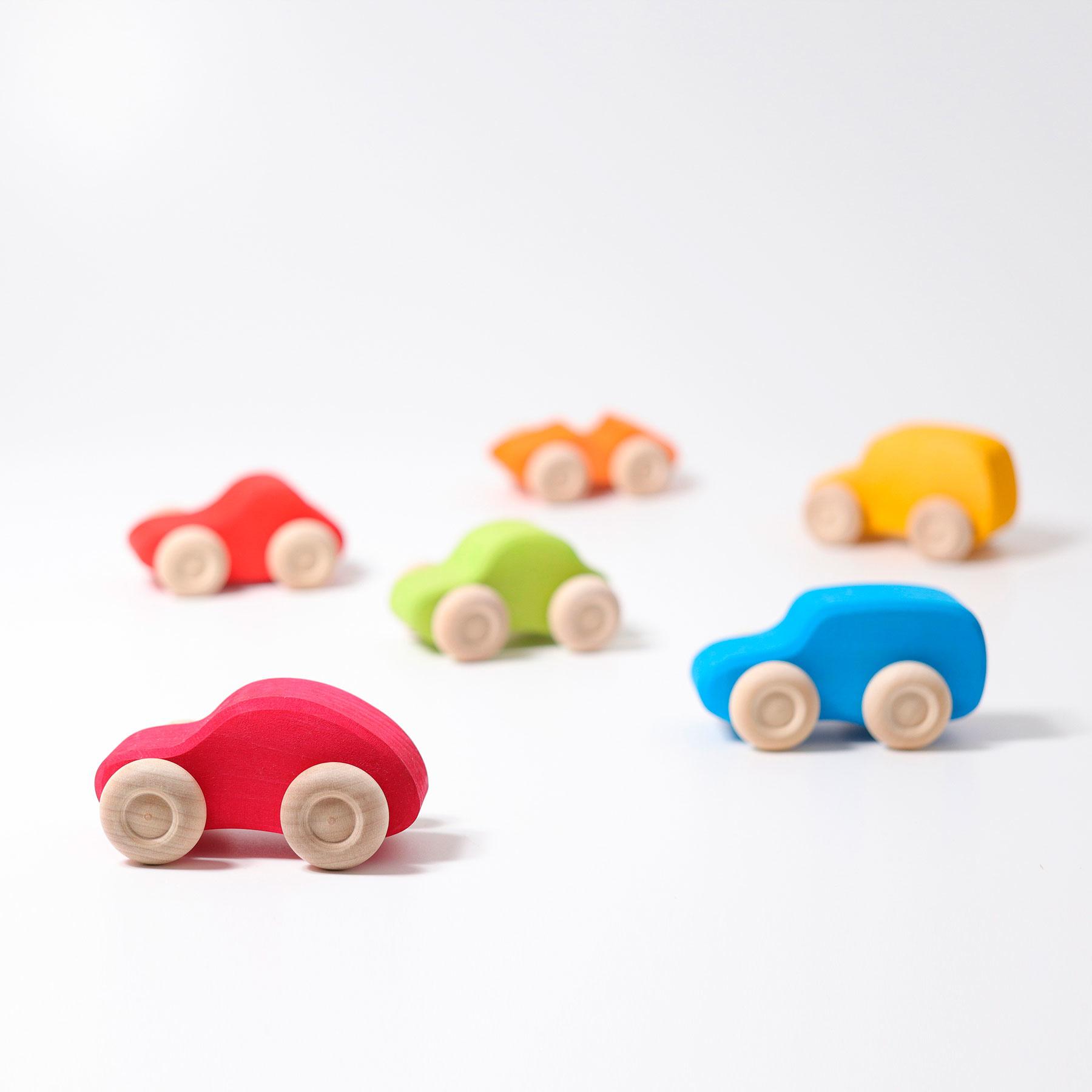 Zes 6 Gekleurde Auto S Van Het Houten Speelgoedmerk Grimms Opzijnplek Spelend Duurzaam Opgroeien