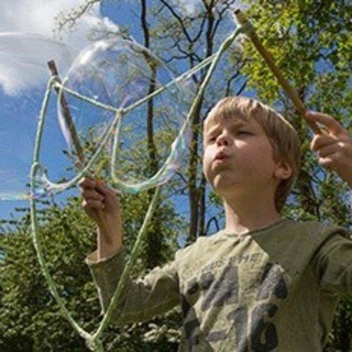 Bellenblaas voor meterslange zeepbellen