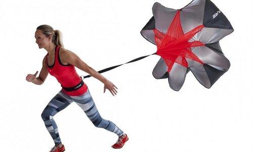 Het effect van een snelheidsparachute op je training + hardloopoefening met parachute