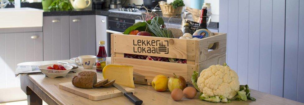 Kistje met lokaal (biologisch) fruit, groenten, brood, eieren, kaas en ambachtelijke delicatessen uit het Rijk van Nijmegen