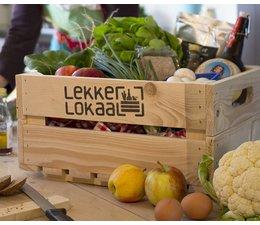 Kistje van LekkerLokaal met voedselproducten geproduceerd door SKAL-gecertificeerde telers en producenten