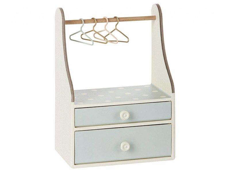 Maileg Hasen-Kleiderständer mit Kleiderbüge, mint