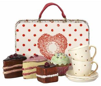 """Maileg Metallkoffer mit """"Geschirr und Kuchen"""" für 2"""