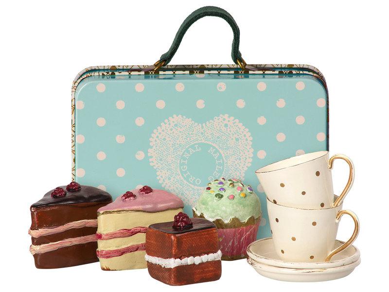 """Maileg Metallkoffer mit """"Geschirr und Kuchen"""" für 2, blau"""