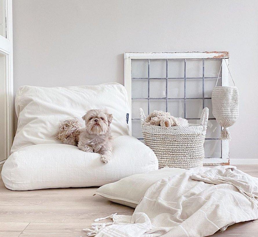 Hondenbed white sand