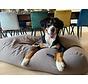 Lit pour chien taupe (tapisserie)
