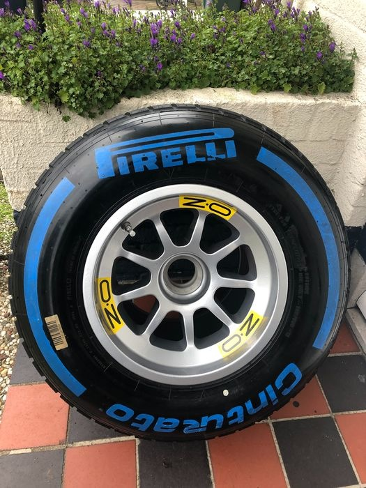 Formule 1 - 2015 - Tyre complete on wheel KAVEL 43793883